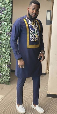 African Wear Styles For Men, African Shirts For Men, African Attire For Men, African Wear Dresses, African Clothing For Men, Arab Men Fashion, Nigerian Men Fashion, Mens Fashion Wear, African Men Fashion