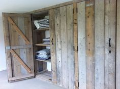I've been looking for an awesome closet door to replace those ugly sliding ones! Home Diy, Sweet Home, Diy Furniture, Barn Door, Built In Wardrobe, New Homes, Cool Furniture, Home Decor, Home Deco