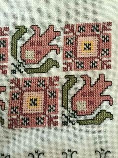 Neşe'nin gözdeleri Folk Embroidery, Cross Stitch Embroidery, Embroidery Patterns, Cross Stitch Patterns, Palestinian Embroidery, Bargello, Stitch Design, Blackwork, Needlepoint