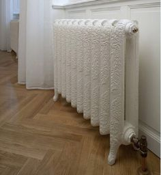 "Soft lines, curves, in the spirit of ""Belle Epoque"". These radiators are true objects of classical design and create a comfortable atmosphere, timeless. Interior, Blue Christmas Decor, Apartment Interior, Deco, Home Deco, Radiators, Interior Display, Furniture Legs, Shabby Chic Bedrooms"