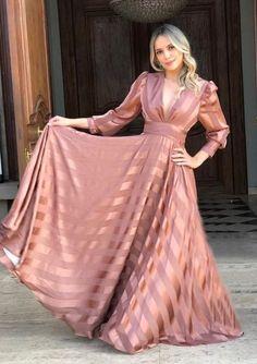 Elegant Dresses For Women, Trendy Dresses, Simple Dresses, Beautiful Dresses, Casual Dresses, Formal Dresses, Hijab Dress Party, Dress Outfits, Fashion Dresses