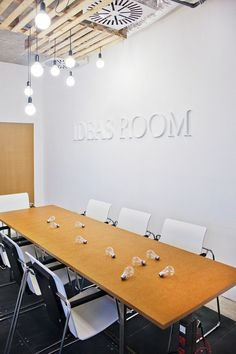 IDEAS ROOM - voy a llenar mi mesa de bombillas!!! Ad Agency Renovation by funkt…