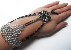 Chainmaille slave bracelet Handflower Gothic Silver and black with Celtic star #dteam