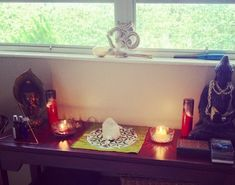 How To Build a Powerful Meditation Altar with Crystals