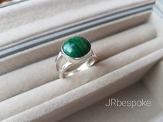 Sterling Silver Ring with Green Malachite Stone. Green of nature ring. Stone Energy, Healing Stones, Malachite, Stones And Crystals, Sterling Silver Rings, Muse, Jewelry Making, Unique Jewelry, Handmade Gifts
