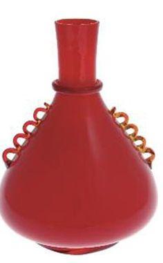 """NAPOLEONE MARTINUZZI Un vaso """"velato"""", produzione ZECCHINMARTINUZZI, 1933 In vetro lattimo incamiciato rosso altezza cm23,5"""