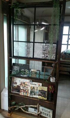リビングに隣接する和室。ほとんど閉め切る事がない障子を撤去し、ディアウォールを使って部屋の間仕切りを作りました。 ディアウォールと手作り窓で!部屋の間仕切りDIY☆(aya-woodworks) China Cabinet, Ladder Decor, Diy Furniture, Magazine Rack, Storage, Interior, Home Decor, Purse Storage, Indoor