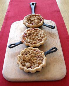 Peach Melba Mini Skillet Pies Recipe  http://baking911.com/pies-tarts/fruit/peach-melba-mini-skillet-pies
