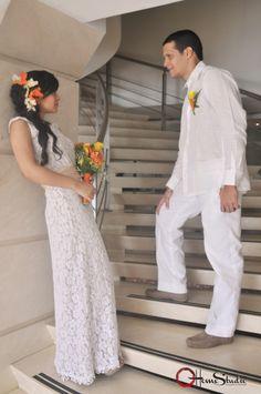 Foto estudio de novios.  Fotografía de Bodas Civiles y Religiosa. #homestudio# #bodas# #compromiso# #novios# #amor#