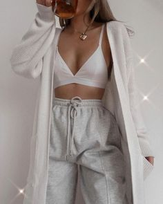 Cute Lazy Outfits, Sporty Outfits, Teen Fashion Outfits, Retro Outfits, Look Fashion, Stylish Outfits, Girl Outfits, Simple Outfits, Baggy Pants