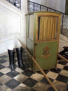 Kocary sedan chairs on pinterest sedans 18th century for Chaise a porteur