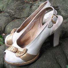 Vintage 1940s Platform Shoes PeepToe by EmbellishedAssets