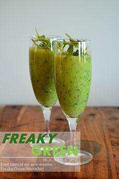 * 1 dl Rucola  * 1 dl frusen Broccoli  * 1 urkärnad och skalad Avokado  * 3 skalade Kiwi  * 1 msk finriven färsk Ingefära  *5 dl kall Grönt Te (ev. grönt iste)  * finrivet skal och saft av 1 Lime