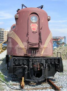 Pennsylvania GG-1 No. 4913, with faded Tuscan Red paint.