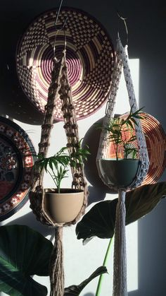 PIXIE Macramé Plant Hanger / / katoen of Jute touw Vintage stijl Jute Boho Decor Boho Hippie Macrame Design, Macrame Art, Macrame Projects, Macrame Knots, Micro Macrame, Etsy Macrame, Boho Hippie, Décor Boho, Hippie Style