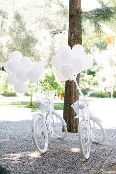 Costal destination wedding inTurkey | Photo by Yeliz Atici Photography | Read more - http://www.100layercake.com/blog/wp-content/uploads/2015/02/Destination-wedding-in-Turkey-1.jpg