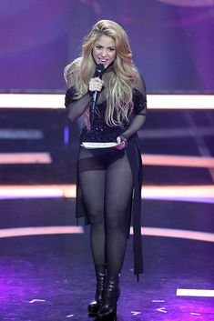 Shakira performs at the Echo Award 2014 show on March 2014 in Berlin, Germany. Get premium, high resolution news photos at Getty Images Sexy Older Women, Sexy Women, Shakira Mebarak, Sexy Outfits, Cute Outfits, Zendaya Style, Botas Sexy, Pantyhose Outfits, Beautiful Celebrities