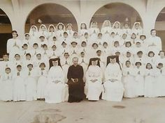 First Communicants, St. Theresa's College, Manila,  7 December 1958 #kasaysayan #pinoy #classpicture 7 December, Filipiniana, Class Pictures, Pinoy, Manila, Filipino, Old And New, Over The Years, Philippines