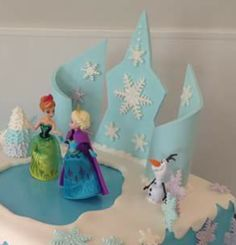 LIKE:  the Frozen 'walls' in the background.  Incorporate into J's cake?