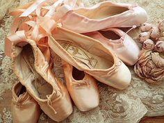 ピンクのバレエトウシューズ(A)SOLD、(B)SOLD、(C) - フランスアンティーク | イギリスアンティーク | バラと天使のアンティーク | アンティークショップ Eglantyne(エグランティーヌ) Pointe Shoes, Ballet Shoes, Dance Shoes, 12 Dancing Princesses, Bride Shoes, Barbie, Girly, Footwear, Kawaii
