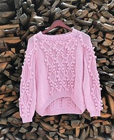 A beautiful sweater in a very exclusive model. Ideal for you or to make a gift made with Coton and Acryl. Sweater Knitting Patterns, Baby Knitting, Pullover Upcycling, Crochet Clothes, Knitted Hats, Knitwear, Knit Crochet, Ideias Fashion, Sweaters For Women