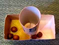 - Hajotuskone. Oppilaat pudottavat viisi papua/pähkinää hajotuskoneeseen ja tutkivat mitä kaikkia hajotelmia kone tuottaa. Jäikö vielä jokin vaihtoehto, mitä teidän koneenne ei tuottanut?