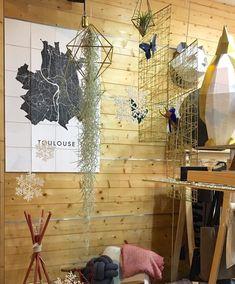 TOULOUSE • Voor welke IXXI ga jij? @linterprete_toulouse verkoopt deze mooie stad nu in de winkel! . Toulouse is verkrijgbaar op kunstinkaart.be of direct via linkinbio . 📷 @linterprete_toulouse . #kunstinkaartbe #toulouse #toulousemaville #design #interiordesign #architecture #citymap #ixxi #decoration #conceptstore #exclusivité #collaboration #igersfrance #igerstoulouse #vtwonen #vtwonenbijmijthuis