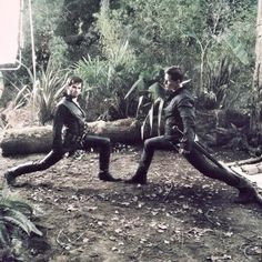 Colin O'Donoghue (Hook) and Josh Dallas (Charming) being silly on the set of OUAT. U do those lunges! What I would give to see them in person behind the scenes! Best Tv Shows, Best Shows Ever, Favorite Tv Shows, Once Upon A Time, Colin O'donoghue, Emilie De Ravin, Maine, Outlaw Queen, Funny