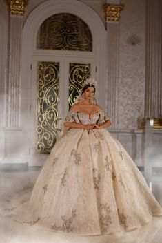 Dress designed by Extravagant Wedding Dresses, Crystal Wedding Dresses, Fairy Wedding Dress, Luxury Wedding Dress, Dream Wedding Dresses, Wedding Gowns, Stylish Gown, Dress Vestidos, Ball Gown Dresses