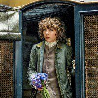 Fergus brings his milady (Claire) flowers at L'Hopital and asks her to come home.