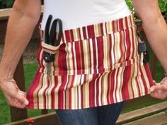 Make sure you have everything you need to tend to your growing garden this summer. Let this apron sewing pattern help you create the Garden Tools Apron. This garden accessory can hold your pruning sheers, scissors and more. Sewing Hacks, Sewing Tutorials, Sewing Projects, Craft Tutorials, Diy Projects, Sewing Patterns Free, Free Sewing, Sewing Diy, Sewing Crafts
