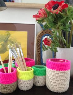 For inspiration - Cache pot en crochet Crochet Cozy, Cute Crochet, Crochet Yarn, Crochet Home Decor, Crochet Crafts, Crochet Projects, Easy Yarn Crafts, Diy Crafts, Crochet Designs