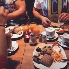 Der erste #cheatday  #frühstück #mitdenbesten #friends #boyfriend #love #happy #fitness #healthy #lowcarb #cheatday #lunch #imbarfuz #gönndirwas #autumn #foodporn #coffee #yammi #schmeckenlassen by srhm93