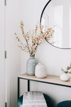 50 Simple DIY Apartment Decoration On A Budget. Whether this is your very first apartment or you've been living in them all your life, you want the décor to be a reflection of you. Apartment Decoration, Entryway Decor, Foyer, Bungalow, Modern Cottage, Cottage Farmhouse, Home And Deco, Interior Design Tips, Interiores Design