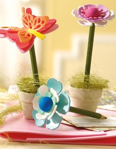 """©efco-freizeit-engel.de - (Idee mit Anleitung – Klick auf """"Besuchen""""!) Der Bleistift oder Buntstift wird zur Blume umgestaltet! Funktioniert auch prima als Blumenstecker!"""