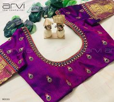 Embroidery for classy lovers You are in the right place about Women Blouse long sleeve Here we offer you the most beautiful pictures about the Women Blouse casual you are looking for. Pattu Saree Blouse Designs, Blouse Designs Silk, Designer Blouse Patterns, Bridal Blouse Designs, Kids Blouse Designs, Simple Blouse Designs, Stylish Blouse Design, Outfit, Embroidered Blouse