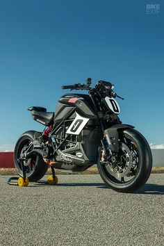 With more torque than a Ducati Panigale superbike, Zero's factory entry for Pikes Peak has a real chance of breaking records. Dirt Bike Helmets, Mountain Bike Helmets, Bobber Motorcycle, Sport Bikes, Sport Cars, Bike Parking Rack, Road Bike Accessories, Bmx Bikes For Sale, Ns 200