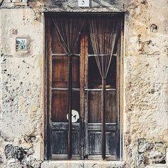 Gracias a @rutasyrutinas  por compartir esta imagen de la antigua panadería de Valldemossa. #igersmallorca #travelblogger #mallorca #photooftheday #igers #viewpoint #picoftheday #blogger #igersbalears #valldemossa #spain #espana #visitvalldemossa #wanderlust #love #holiday #cute #instalike #instagood #architecture #summer #fun #tflers #happy #instadaily #beautiful #landscape #vsco #sunset #door