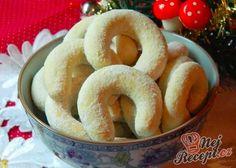 Starodávné vanilkové rohlíčky s mandlemi Czech Recipes, Ethnic Recipes, Xmas Dinner, Xmas Cookies, Onion Rings, Good Mood, Bagel, Crackers, Macarons