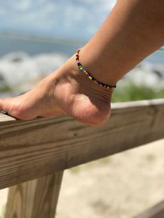 Ladies anklets a perfect strategy to bring your ornament series to a higher point. Beaded Anklets, Anklet Jewelry, Beaded Jewelry, Beaded Bracelets, Daisy Chain, Beach Foot Jewelry, Diy Jewelry To Sell, Ankle Chain, Surfer