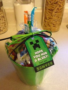 Minecraft goody bag / goodie bag / favor bag 7th Birthday Boys, Birthday Themes For Boys, 10th Birthday Parties, Birthday Party Games, Birthday Ideas, Minecraft Party Favors, Minecraft Party Decorations, Minecraft Gifts, Minecraft Birthday Party