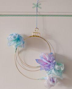 Papierblumen – sommerlich leichte Blütendeko einfach selbstgemacht. Filigraner Türkranz, Messing / Brass, Pastell