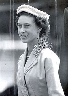 Princess Margaret returns to London Airport after visiting Southern Rhodesia (Hillingdon, London) Duchess Of York, Duchess Of Cambridge, Royal Princess, Princess Diana, Royal Family Pictures, Margaret Rose, Windsor, Queen Mother, England Fashion