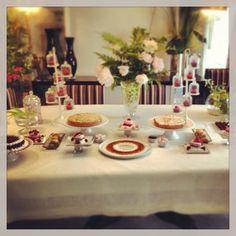 Hoy mesa de postres en una primera comunión #cakes #chocolate #postres