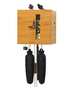 Kuckucksuhr modern aus dem Hause ROMBA, den Erfindern der Kuckucksuhr der 3. Generation. Die Kuckucksuhren-Manufaktur mit dem Hang zur Exzentrik zwischen traditionell und modern