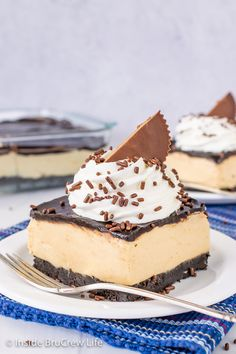 Peanut Butter Pie Bars - a chocolate cookie crust and creamy peanut butter filling make these pie bars taste just like a no bake peanut butter pie! Easy recipe to make for dessert or picnics. Easy No Bake Desserts, Great Desserts, Frozen Desserts, Dessert Recipes, Bar Recipes, Dessert Bars, Sweet Recipes, Easy Peanut Butter Pie, Peanut Butter Squares