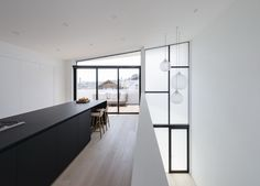 Modern and minimalist kitchen in black and white