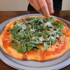 Pizza Recipes, Dinner Recipes, Arugula Pizza, Make Your Own Pizza, Prosciutto, Mozzarella, Vegetable Pizza, Party Time, Dinner Ideas
