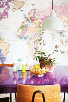 World map wallpaper. Map home design. Room Inspiration, Interior Inspiration, Design Inspiration, Decoration Restaurant, Magazine Deco, World Map Wallpaper, Wall Wallpaper, Purple Table, Turbulence Deco