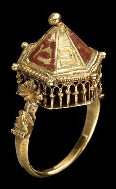 Bague de mariage du Trésor de Colmar. Lors de la cérémonie du ...